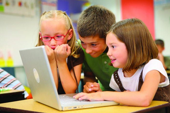 children using eLearning